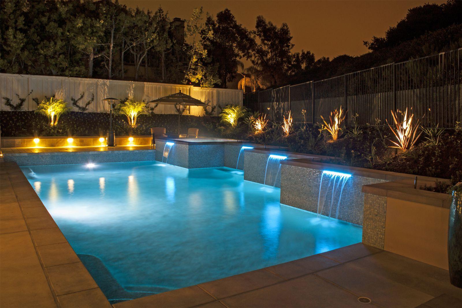 hồ bơi có đèn đẹp