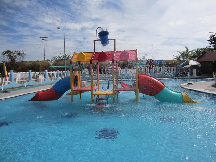 Xây dựng hồ bơi công cộng cho trẻ em