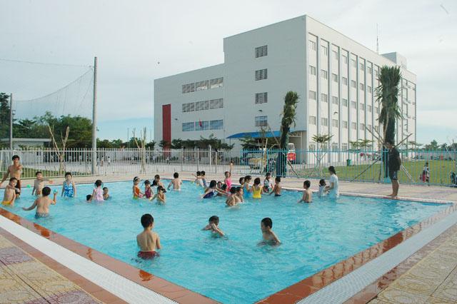 hồ bơi công cộng
